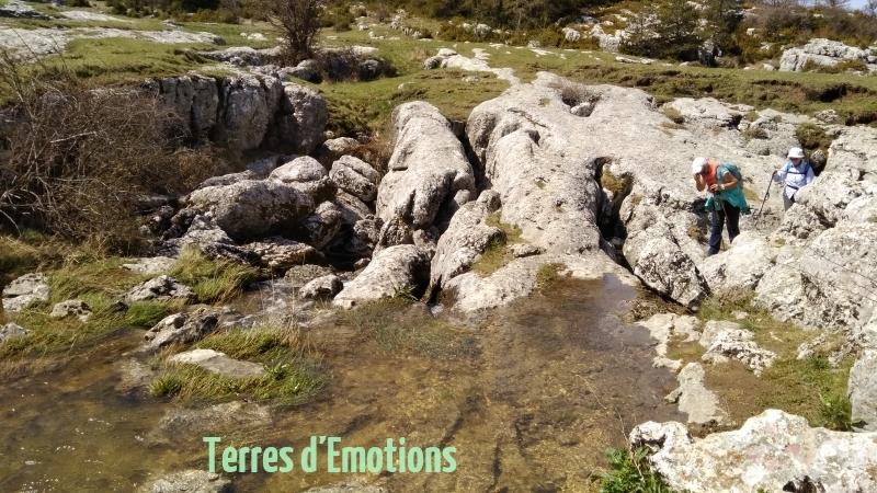 Plateau de Calern, Caussols, L'embut, Avens, Gouffres, Terre s d'émotions, randonnée dans le 06